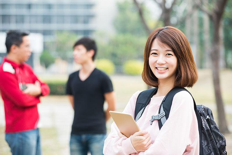 加拿大与其他主要英语留学目的国家留学费用对比