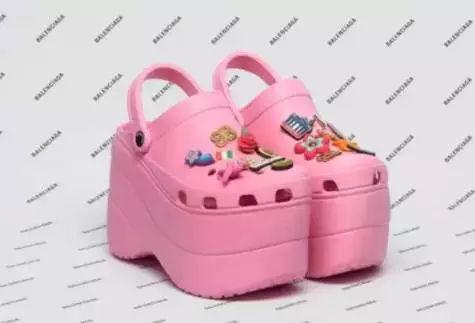 巴黎世家凉鞋.jpg